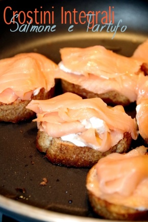 crostini light integrali tartufo e salmone